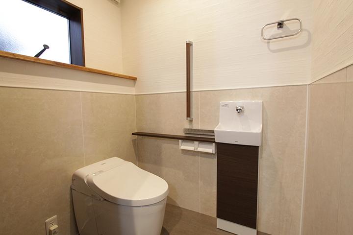 落ち着いた雰囲気の清潔感のあるトイレ。