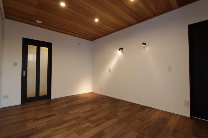 照明計画にこだわった洋室。