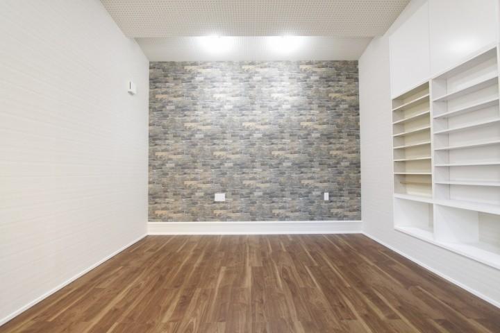 防音効果のある天井とCD、DVDなどが収納できるスペースを確保した洋室です。