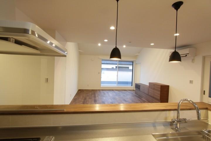 対面キッチンで、リビングの様子を見ながら家事ができます。